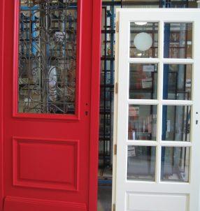 Différents styles de portes d'entrée.