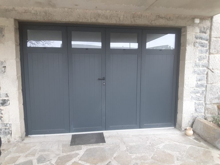 Porte de garage aluminium 52mm de chez Correze Fermetures en, RAL 7016 Granité.
